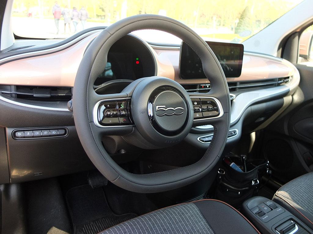 Fiat 500e électrique - intérieur